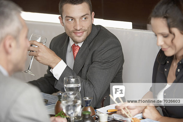 Frau  sehen  Sushi  Geschäftsmann  essen  essend  isst