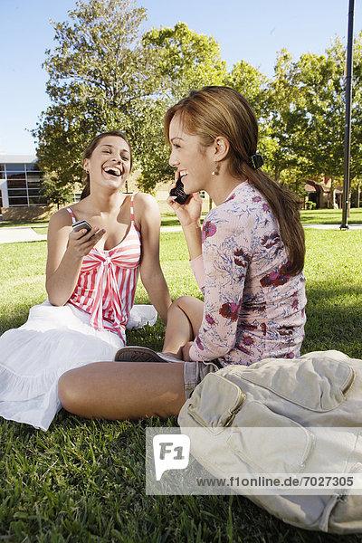 Handy  benutzen  Frau  2  jung