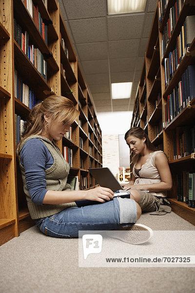 Boden  Fußboden  Fußböden  lernen  Bibliotheksgebäude  Student  2