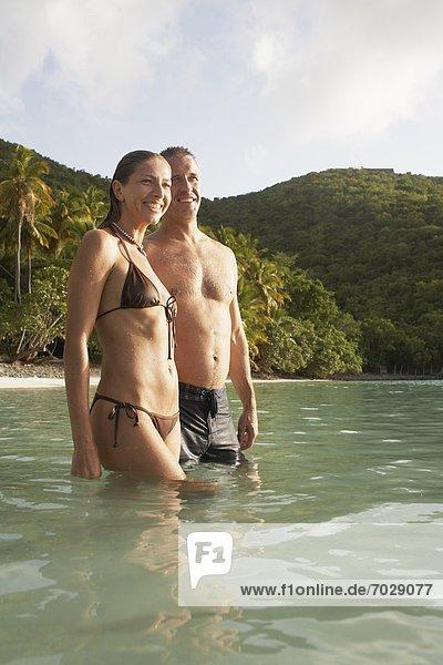 Vereinigte Staaten von Amerika USA nahe stehend Wasser Strand Mittelpunkt Amerikanische Jungferninseln Erwachsener