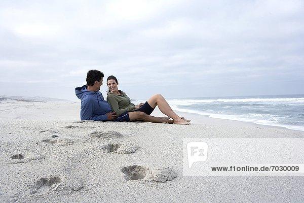 Südliches Afrika  Südafrika  sitzend  Strand  Sand  Mittelpunkt  Erwachsener  Kapstadt