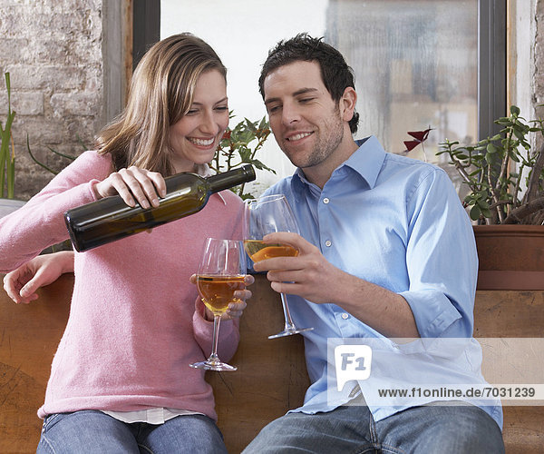 Wein  weiß  trinken  Erwachsener Mittleren Alters  Erwachsene Mittleren Alters