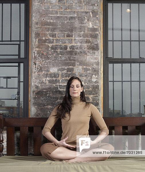 Frau  Meditation  Erwachsener Mittleren Alters  Erwachsene Mittleren Alters