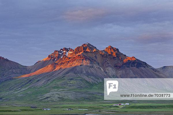 Staaearfjall im Morgenlicht  Bakkageraei  Island  Europa