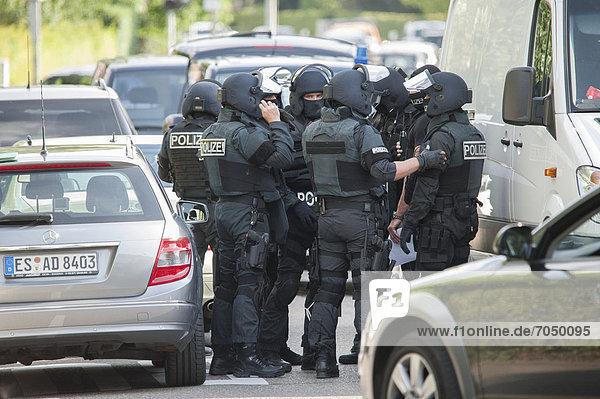 Sondereinsatzkommando  SEK  bei Einsatz  Festnahme einer Frau die Ehemann mit Schusswaffe bedroht  Leinfelden-Echterdingen  Baden-Württemberg  Deutschland  Europa