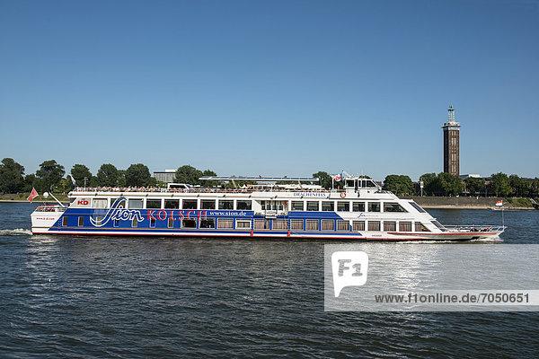 MS Drachenfels  Sion Party- und Discoschiff der KD bei Köln auf dem Rhein  hinten denkmalgeschützter Alter Messeturm  Köln  Nordrhein-Westfalen  Deutschland  Europa