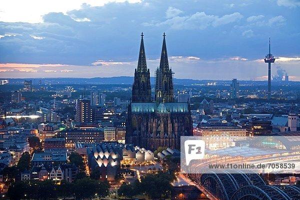 beleuchtet  Europa  Kathedrale  blau  Köln  Deutschland  Stunde  Nordrhein-Westfalen beleuchtet ,Europa ,Kathedrale ,blau ,Köln ,Deutschland ,Stunde ,Nordrhein-Westfalen