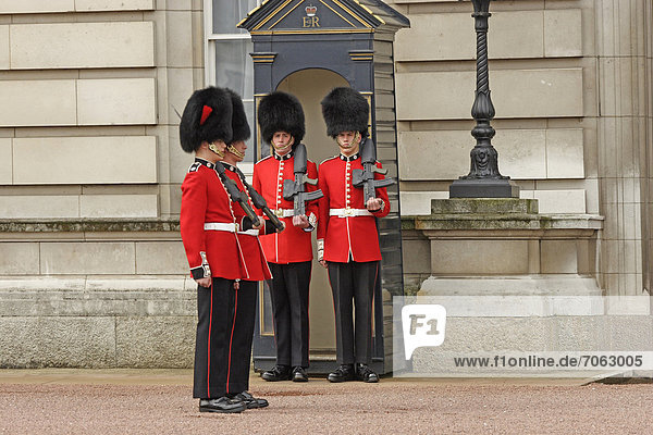 Wachaublösung am Buckingham Palace in London