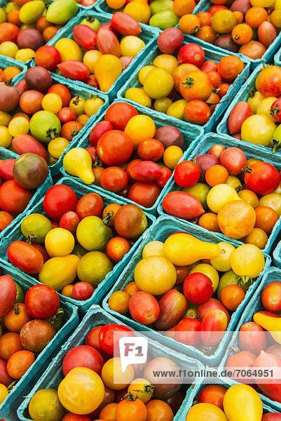 Haufen  Kirsche  Tomate