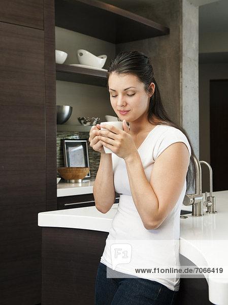 Attraktivität  Frau  Fröhlichkeit  Tasse  Morgen  jung  Kaffee