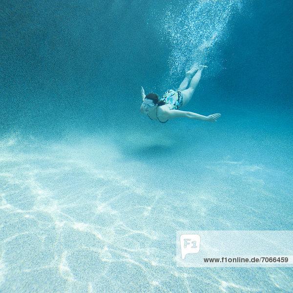 Attraktivität Frau jung Schwimmbad