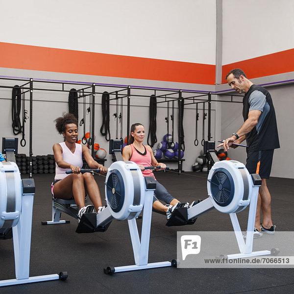 Fitness-Studio Frau üben 2 Überprüfung