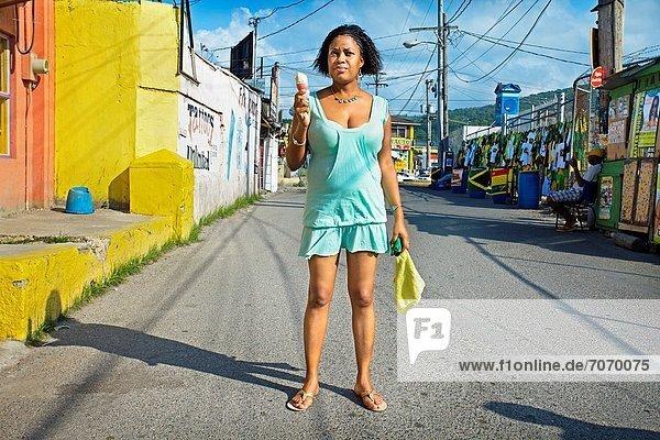 Frau  Karibik  Westindische Inseln  Mittelamerika  Jamaika  Ocho Rios