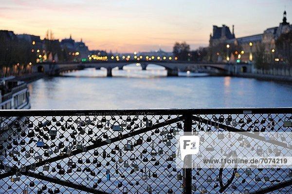 Paris  Hauptstadt  Frankreich  Europa  über  Brücke  Kunst  Fluss  Seine