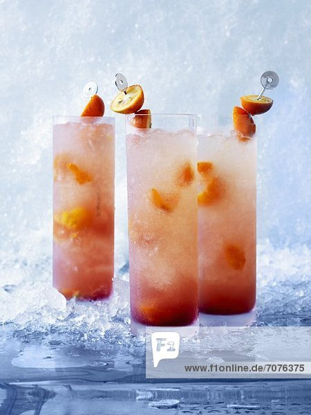 Asian Sling Cocktails mit Kumquats und Orangensaft