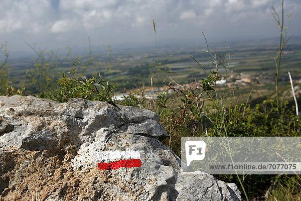 Wanderweg-Markierung bei Torroella de Montgri  Provinz Girona  Katalonien  Spanien  Europa