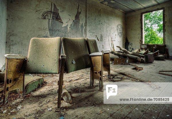 Sitzmöbel Wohnhaus verlassen alt