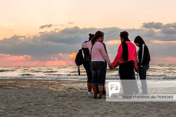 Frau  Strand  Sonnenaufgang  Gebet  Insel