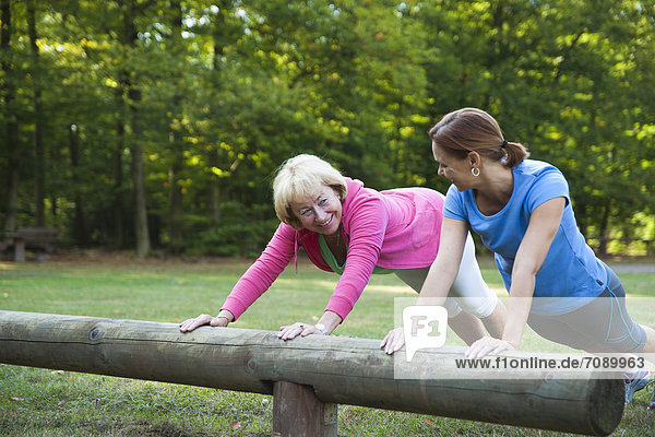 Außenaufnahme Frau Fitnesstraining 2 freie Natur