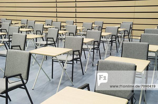 Schreibtisch  Stuhl  Halle  Schule  Untersuchung  Reihe  Anordnung  modern