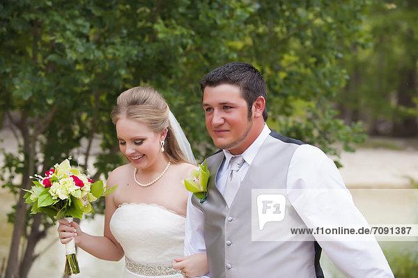 USA  Texas  Braut und Bräutigam lächeln  Nahaufnahme