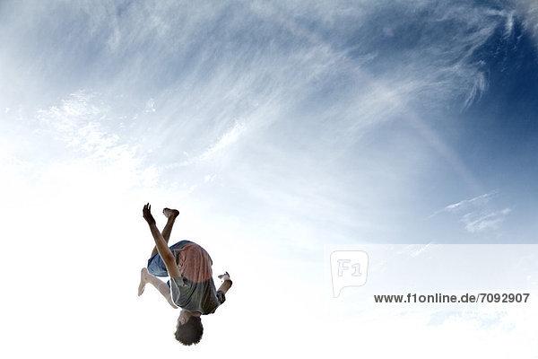 Frankreich  Teenage boy jumping