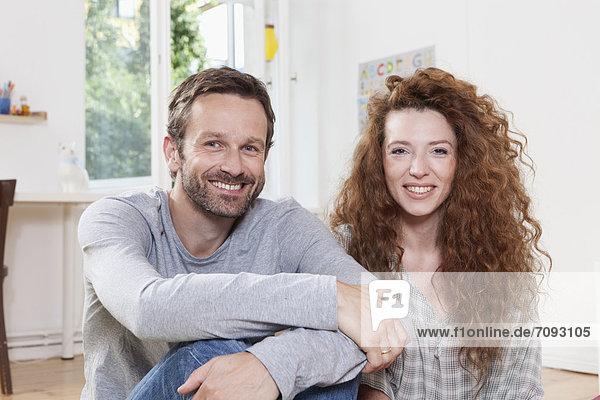 Deutschland  Berlin  Paar lächelnd  Portrait