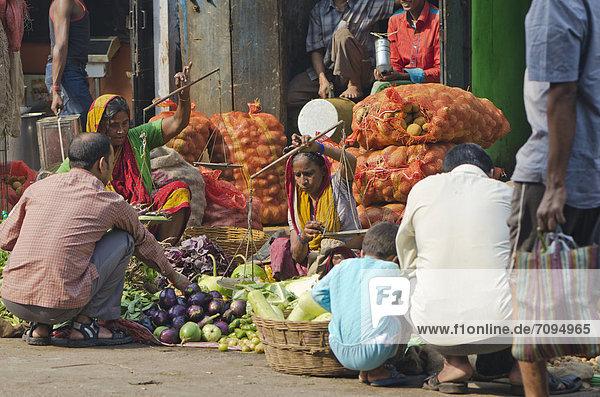 Gemüsehändler auf den Straßen von Kolkata  Kalkutta  Indien  Asien