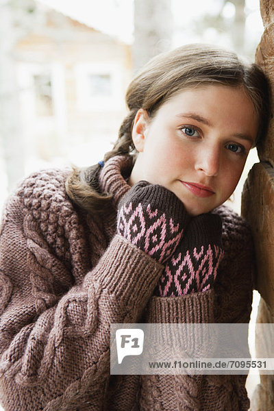 Teenager Mädchen im Rollkragenpullover  Portrait