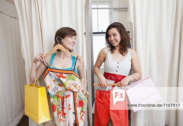 Freundschaft  Hispanier  Kleidung  kaufen  Laden