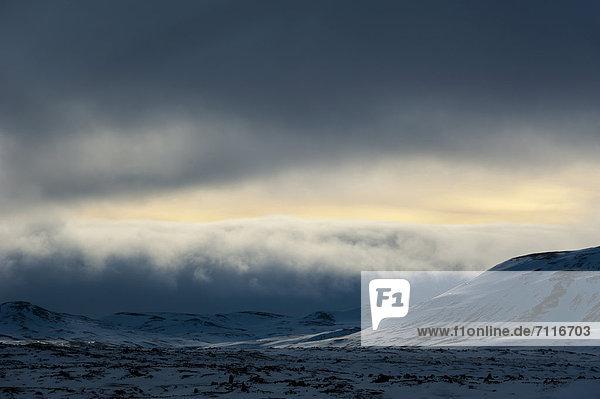 Winterlandschaft  Blick auf den Gletscher Vatnajökull  Hochland  Island  Europa