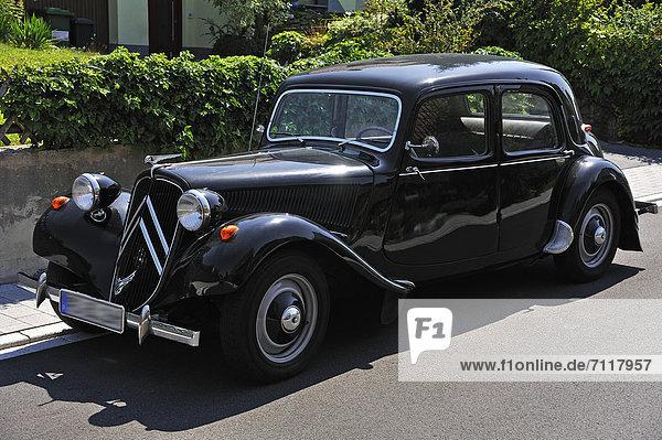 Der CitroÎn 11 CV Baujahr 1938  sogenannter Gangster-Citroen  Eckental  Mittelfranken  Bayern  Deutschland  Europa