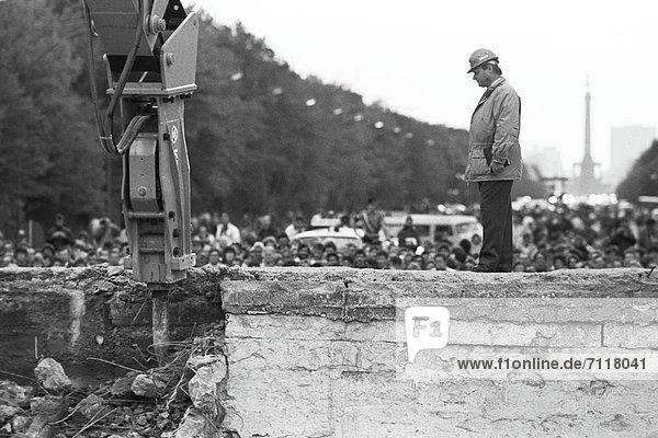 Beginn des Abrisses der Berliner Mauer am Brandenburger Tor  Berlin  Deutschland  Europa Beginn des Abrisses der Berliner Mauer am Brandenburger Tor, Berlin, Deutschland, Europa