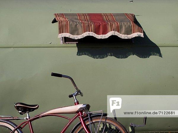 Außenaufnahme  sitzend  Vereinigte Staaten von Amerika  USA  grün  Retro  Fahrrad  Rad  Kalifornien