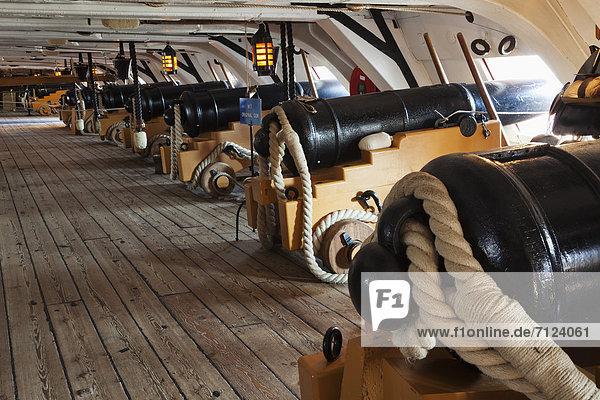 Europa  Urlaub  britisch  Großbritannien  Reise  Geschichte  Schiff  Schiffswerft  Portsmouth  England  Hampshire  Tourismus