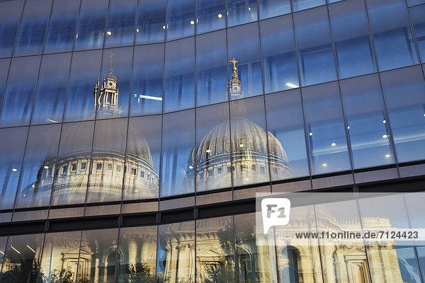 Kuppel  Europa  Urlaub  Glas  britisch  Großbritannien  London  Hauptstadt  Reise  Spiegelung  Kathedrale  St. Pauls Cathedral  Kuppelgewölbe  England  Tourismus