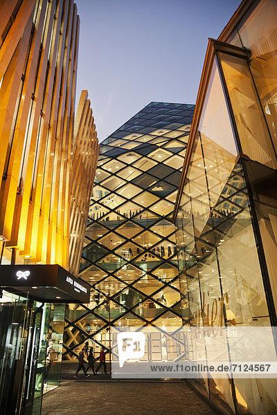 beleuchtet  Glas  Nacht  Tokyo  Hauptstadt  Architektur  Ansicht  Asien  Japan  japanisch  modern  Omotesando  Stahl