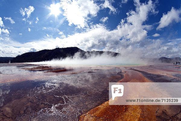 Vereinigte Staaten von Amerika  USA  Nationalpark  Amerika  Geysir  Heiße Quelle  Brücke  Natur  Yellowstone Nationalpark  Wyoming