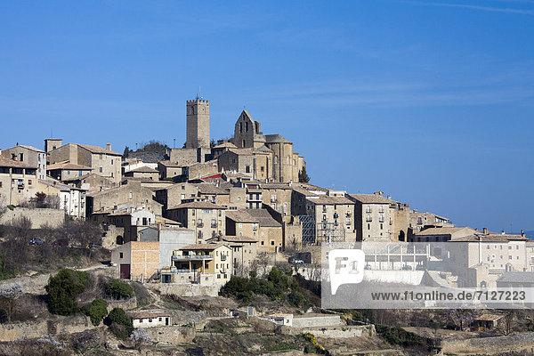 Aragon  Spain  Europe  Sos del Rey Catolico  Fernando  King  architecture  birth place  catholic  king  history  mountain top  skyline  village
