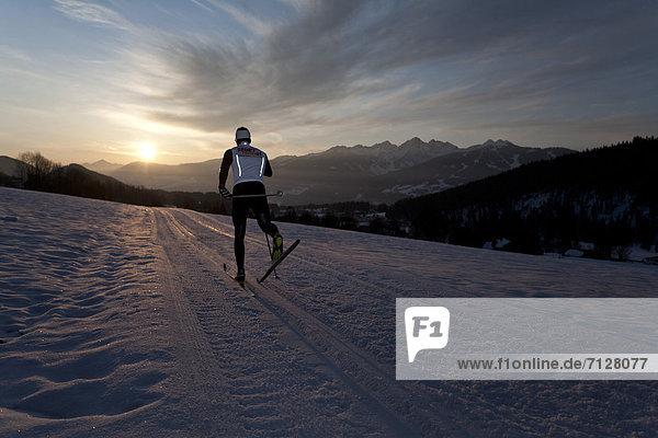 Wintersport  Winter  Mann  Sport  Morgen  Skisport  Ski  Langlaufski  Ramsau bei Berchtesgaden  Österreich  Abenddämmerung  Dämmerung Wintersport ,Winter ,Mann ,Sport ,Morgen ,Skisport ,Ski ,Langlaufski ,Ramsau bei Berchtesgaden ,Österreich ,Abenddämmerung ,Dämmerung