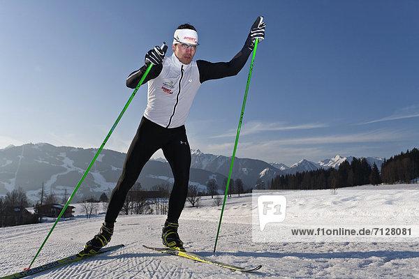 Wintersport  Winter  Mann  Sport  Skisport  Ski  Langlaufski  Ramsau bei Berchtesgaden  Österreich