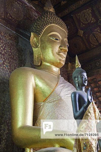 Urlaub  Reise  Religion  Buddhistischer Tempel  fünfstöckig  Buddhismus  UNESCO-Welterbe  Tempel  Asien  Buddha  Buddhastatue  Laos  Luang Prabang  Tourismus