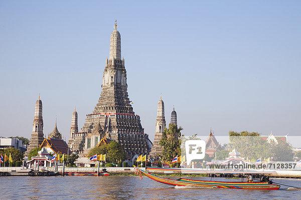 Bangkok  Hauptstadt  Urlaub  Reise  Fluss  Religion  fünfstöckig  Buddhismus  Tempel  Asien  Chedi  Stupa  Thailand  Tourismus  Wat Arun