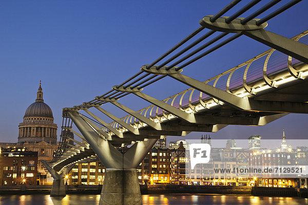 beleuchtet , Urlaub , britisch , Großbritannien , London,  Hauptstadt , Reise , Architektur , Brücke , Kathedrale , St. Pauls Cathedral , Themse , Nacht , England , Tourismus