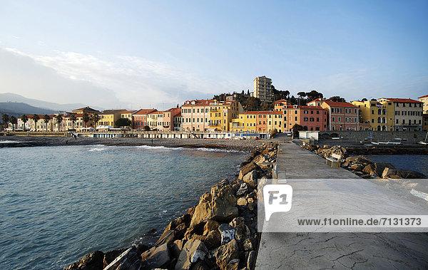 bauen  Europa  Gebäude  Meer  Steg  Imperia  Italien  Ligurien