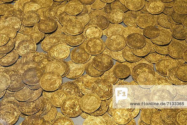 Euromünze  Europa  britisch  Großbritannien  London  Hauptstadt  Innenaufnahme  Museum  Geld  Gold  British Museum  Währung  England
