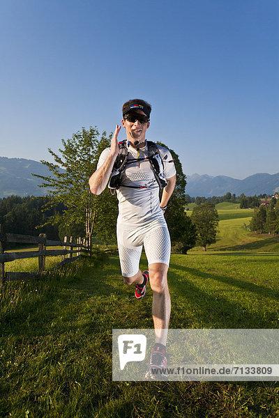 Mann  Sport  gehen  folgen  Gesundheit  rennen  Wiese  joggen  Ramsau bei Berchtesgaden  Österreich Mann ,Sport ,gehen ,folgen ,Gesundheit ,rennen ,Wiese ,joggen ,Ramsau bei Berchtesgaden ,Österreich