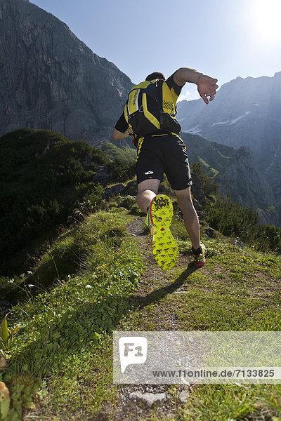 Berg  Mann  Sport  gehen  folgen  Gesundheit  rennen  Wiese  joggen  Ramsau bei Berchtesgaden  Österreich