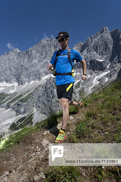 Berg  Mann  Sport  gehen  folgen  Gesundheit  rennen  joggen  steil  Ramsau bei Berchtesgaden  Österreich