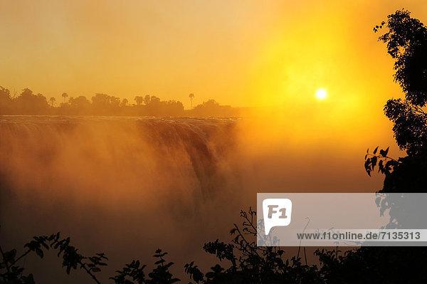 Südliches Afrika  Südafrika  Wasser  Sonnenuntergang  Fluss  Wasserfall  Schlucht  Victoriafälle  Afrika  Sonne  Zimbabwe